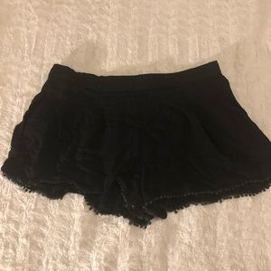 Breezy black lounge shorts with side pockets